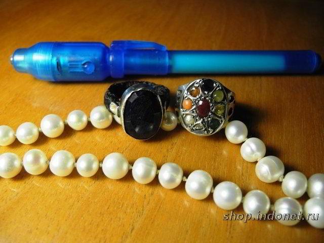 Определение подлинности драгоценных камней. Тест ультрафиолетом